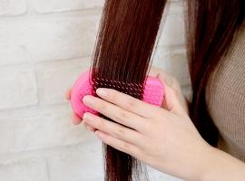 髪の毛を梳かす