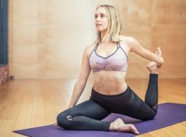 おうち時間に運動しよう!姿勢やポーズで美しい身体づくりにチャレンジ